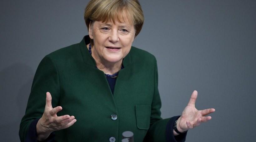 Merkel defende que Alemanha tem de aprender a proteger-se de ciberataques