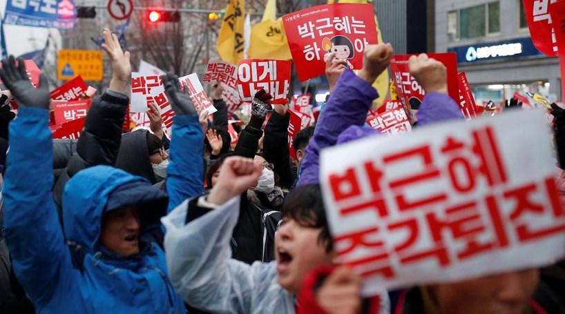 Sul-coreanos pedem demissão da Presidente