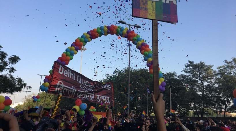Ativistas dos direitos de homossexuais desfilam na Índia
