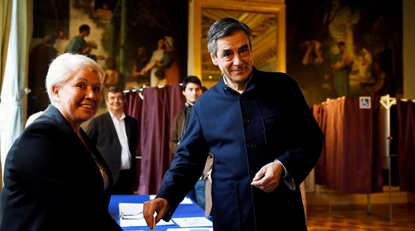 François Fillon vai ser o candidato do centro-direita de França