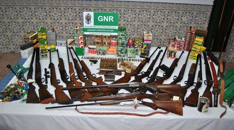 Apreendido arsenal de armas proibidas