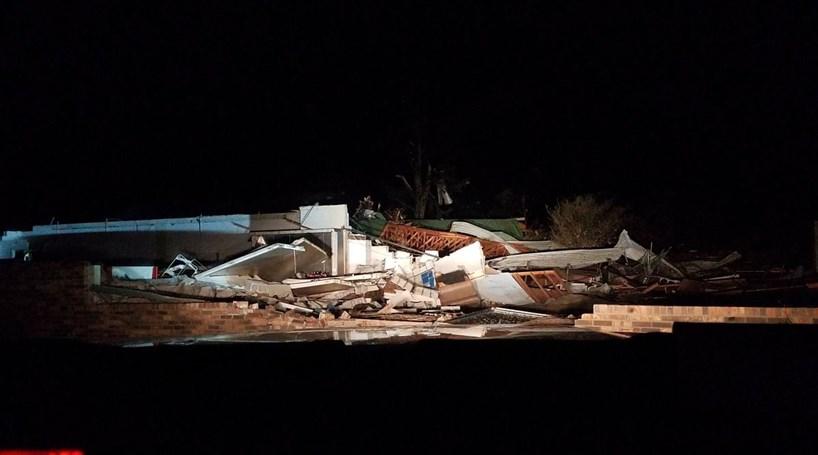 Tornado mata três pessoas no Alabama