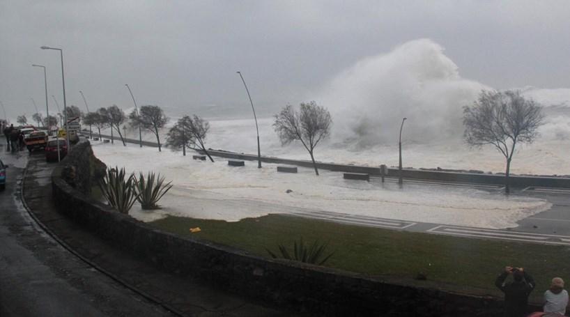 Chuva coloca Açores em alerta laranja