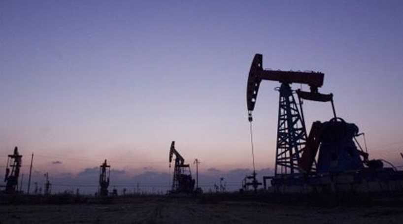 Preço do barril de petróleo dispara 8%