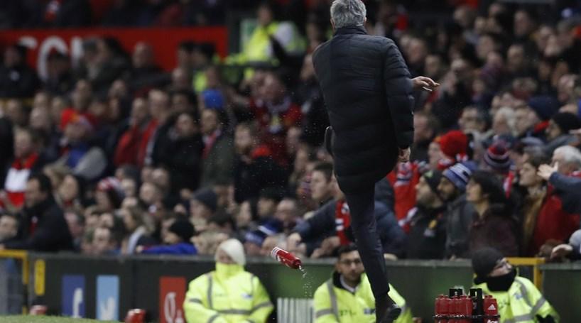José Mourinho punido com um jogo de suspensão