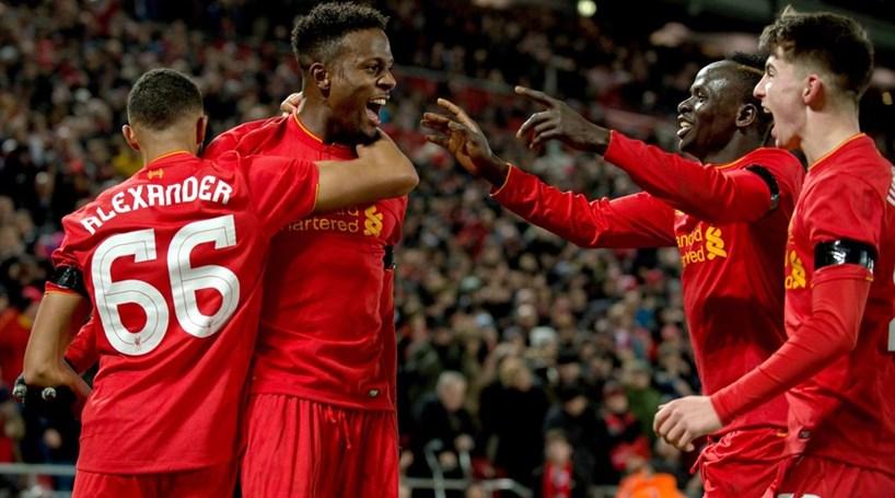 Manchester United nas 'meias' da Taça da Liga inglesa