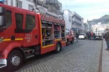 Fogo consome casa devoluta e faz três feridos em Viana