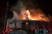 Número de mortos em incêndio na Califórnia sobe para 30