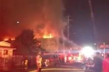Bombeiros combatem fogo em festa 'rave' em Oakland