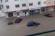 Chuva forte provoca inundações em Corroios