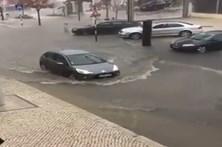 Ruas alagadas em Almada