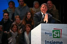 Presidente italiano pede a Renzi para adiar demissão