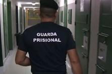 Bombista compra telefones na prisão