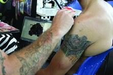 Tatuagens vão ser trocadas por alimentos