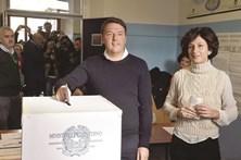 """""""Não"""" às reformas leva à demissão  do primeiro-ministro italiano"""
