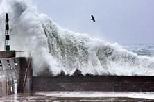 Açores continuam sob aviso laranja