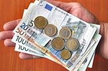 Euro desce para valor que já não atingia desde 2015