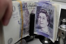 Libra sobe face ao euro para máximo desde julho