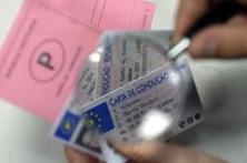 Leva multa por falsificar cartas de condução
