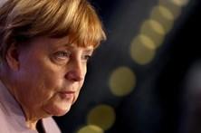 Merkel continua à frente da CDU alemã