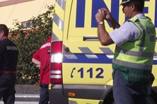 Três crianças feridas em colisão de autocarros