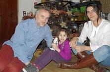 Pai arrecada fortuna com falso relato da doença da filha