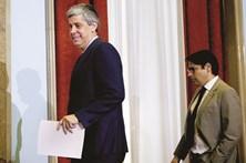 Política remuneratória põe Centeno em xeque