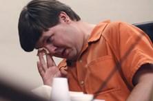 Condenado a perpétua por deixar filho à morte fechado no carro