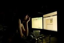 Fotos de mulheres nuas usadas como garantia em empréstimos