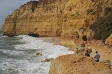 Jovem de 18 anos resgatado do mar no Algarve