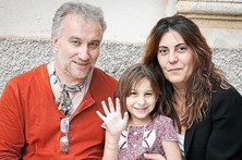 Pais de menina com doença rara detidos e acusados de burla