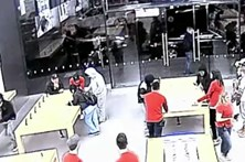 Assalto a loja da Apple em 15 segundos