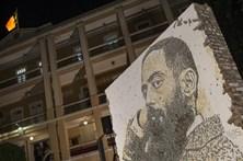 Vhils inaugura mural de Camilo Pessanha em Macau
