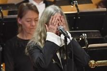 Patti Smith esquece-se de música de Bob Dylan durante entrega dos Nobel
