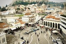 Polícia grega detona bomba junto a ministério em Atenas