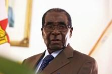 """Mugabe em Singapura para """"consulta médica"""""""