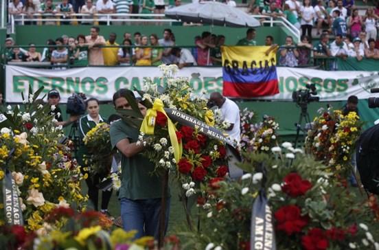 Milhares presentes no velório dos jogadores da Chapecoense