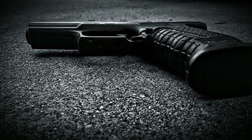Atirador mata duas pessoas e fere quatro