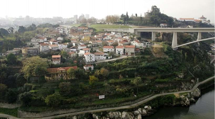 Casas do bairro da Serra do Pilar vão ser legalizadas