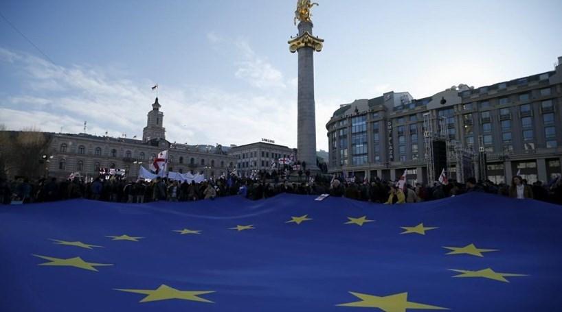 Desemprego recua na zona euro