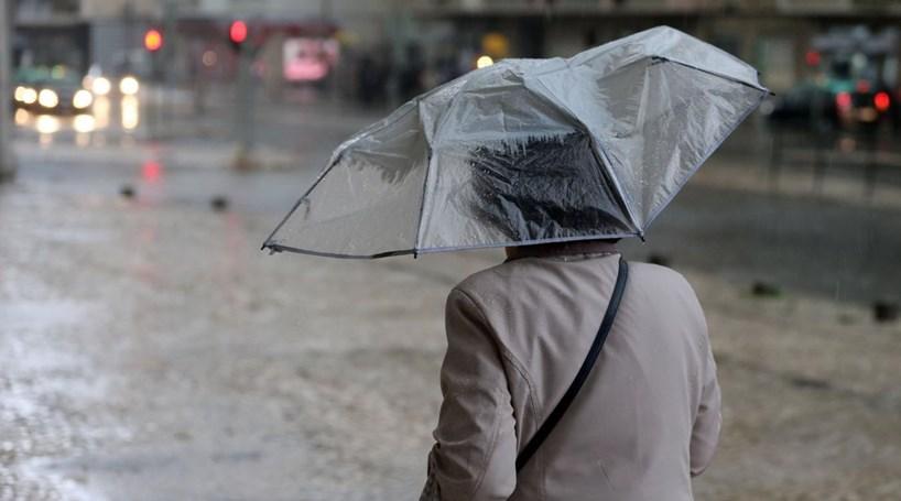 Fim de semana com chuva intensa vento forte