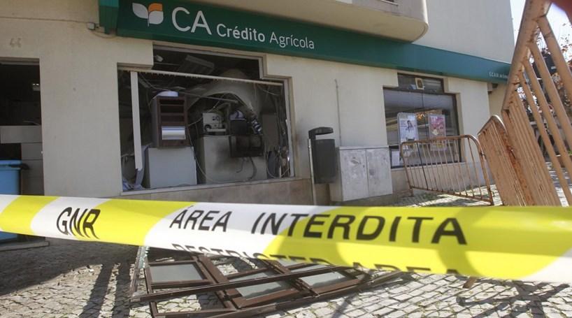 Banco assaltado no Samouco fecha portas