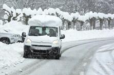 Neve pinta de branco ruas de Espanha