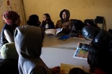 Extrema-direita grega invade escola que pretende acolher refugiados