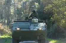 Veículo militar capota e causa três feridos