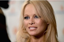Pamela Anderson surge irreconhecível