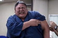 Lutadores de sumo com medo de agulhas
