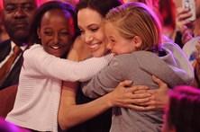 Mãe biológica faz apelo a Angelina Jolie
