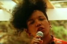 Recorde a 'Lambada' dos Kaona, na voz de Loalwa Braz Vieira