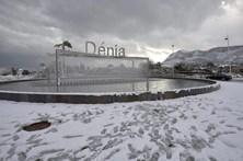 Cinco comboios de alta-velocidade espanhóis retidos devido a neve